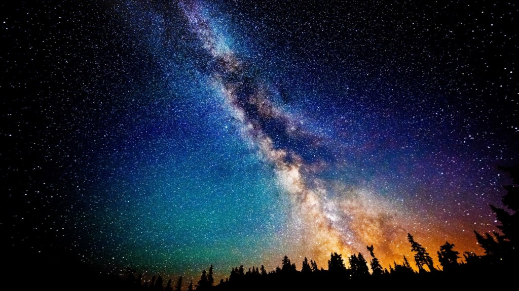 the-milky-way-at-night-wallpapers_35594_1366x768