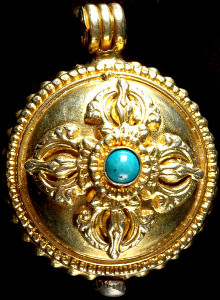 gold_plated_doublesided_vishva_vajra_gau_box_pendant_jqg10